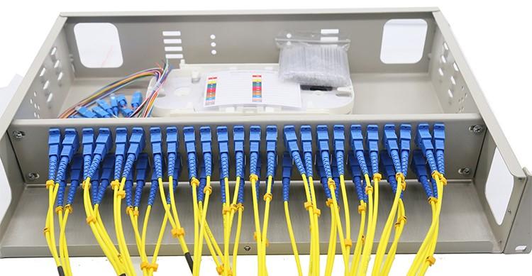 Hộp phối quang bao gồm 2 thành phần là vỏ hộp và phụ kiện bên trong